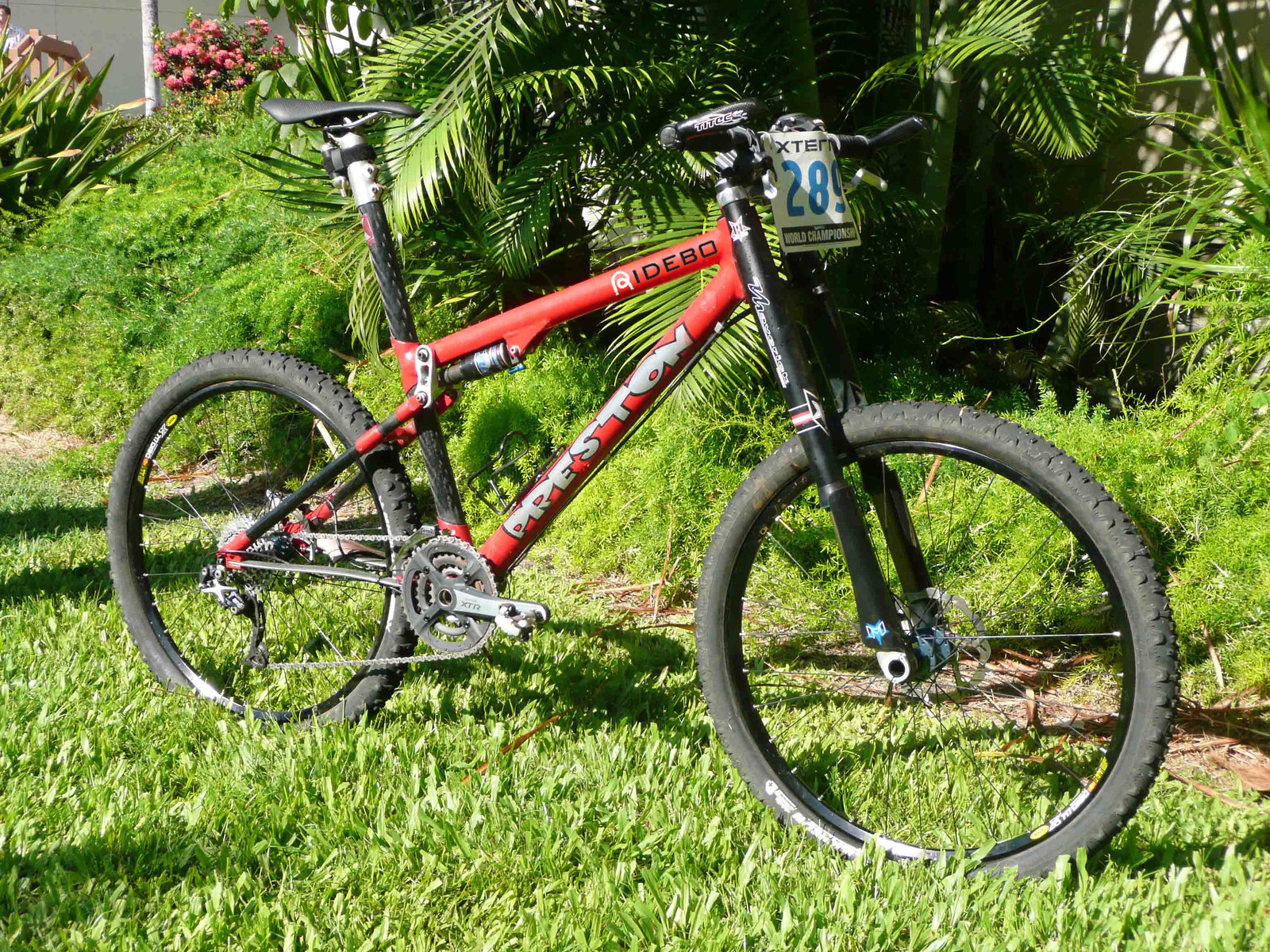 Designed to fit a Lefty but swapped to a Maverick DUC32 for the race in Hawaii. Ideal for riding over a volcano.
