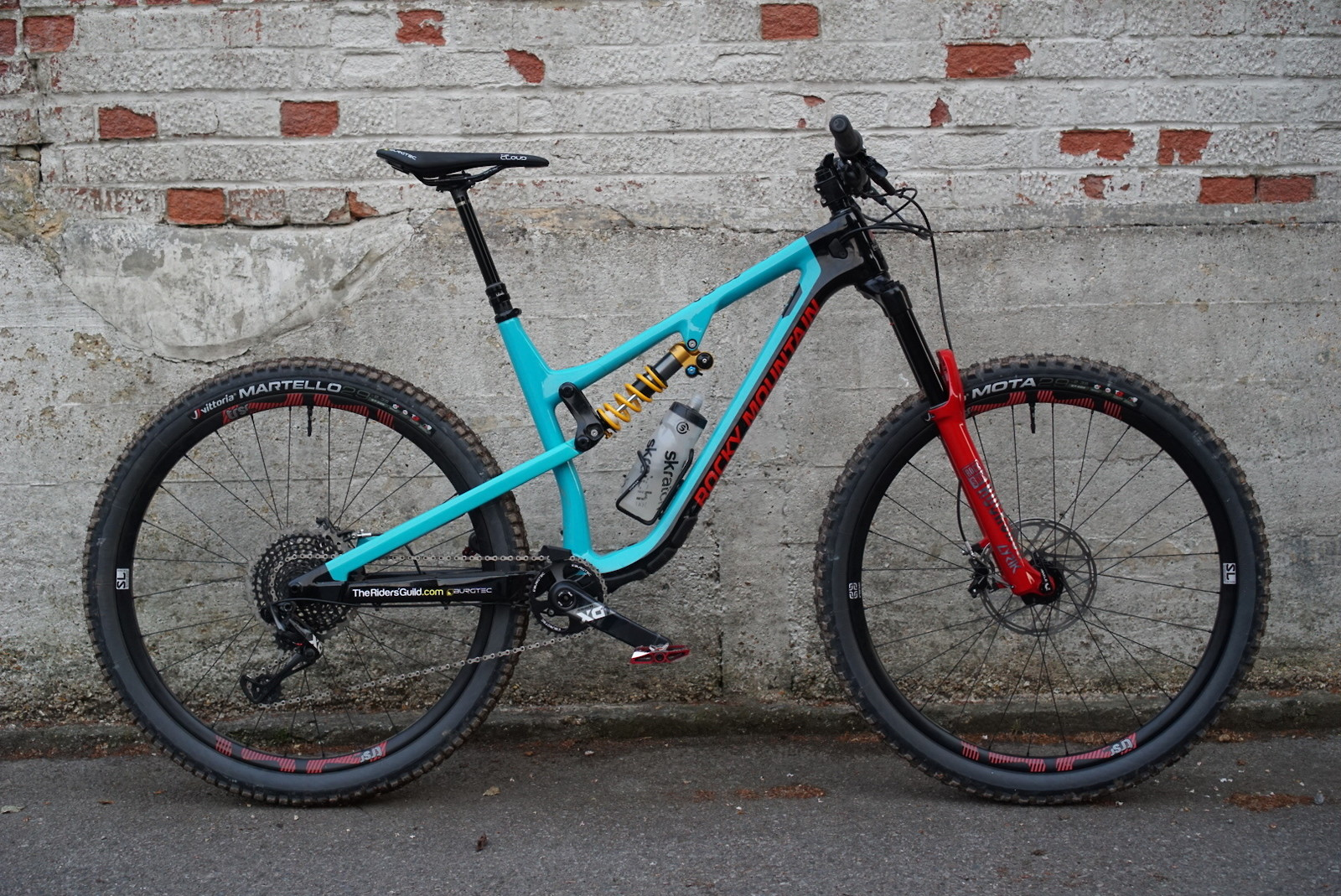Rocky Mountain Instinct BC Custom with Ohlins TTX 22M