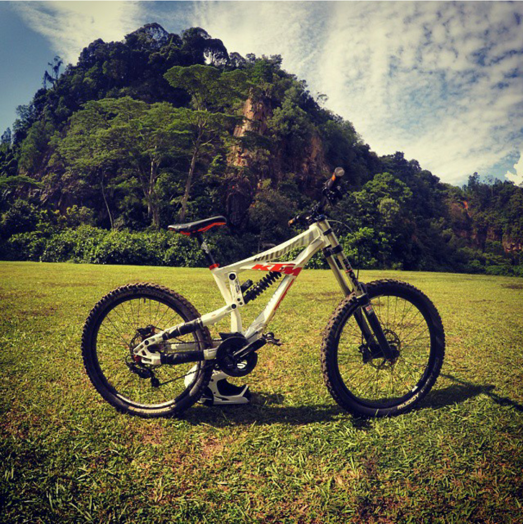 One of the heaviest bike in the market. It also a good bike to start with when you just started to ride downhill