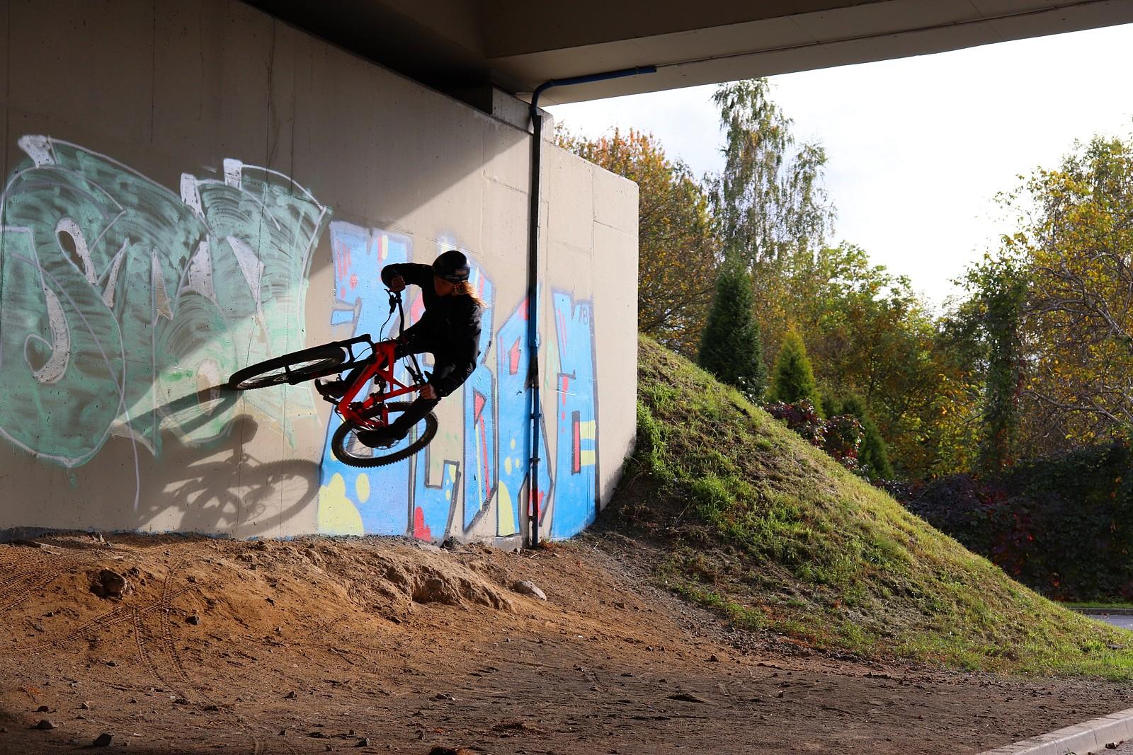 Morning wallride - shape - Mountain Biking Pictures - Vital MTB