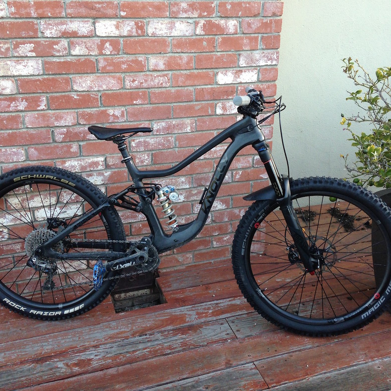da01fa3a7d31 Stealth Carbon Knolly Warden - Dude! s Bike Check - Vital MTB