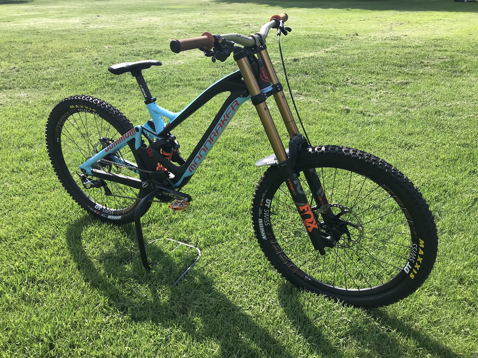 2018 Mondraker Summum Carbon Pro Team