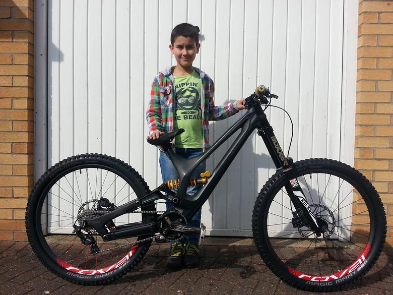 "Milan_DH custom Demo Carbon 26"""