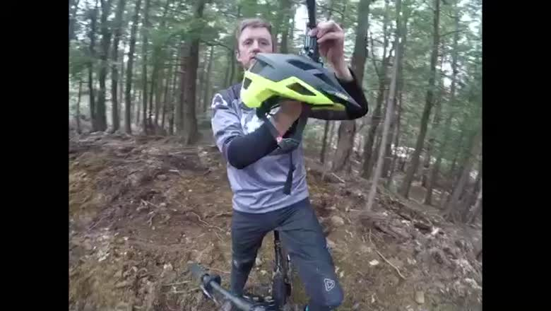 Aaron Chase takes Leatt's DBX 2.0 Helmet for a Spin!