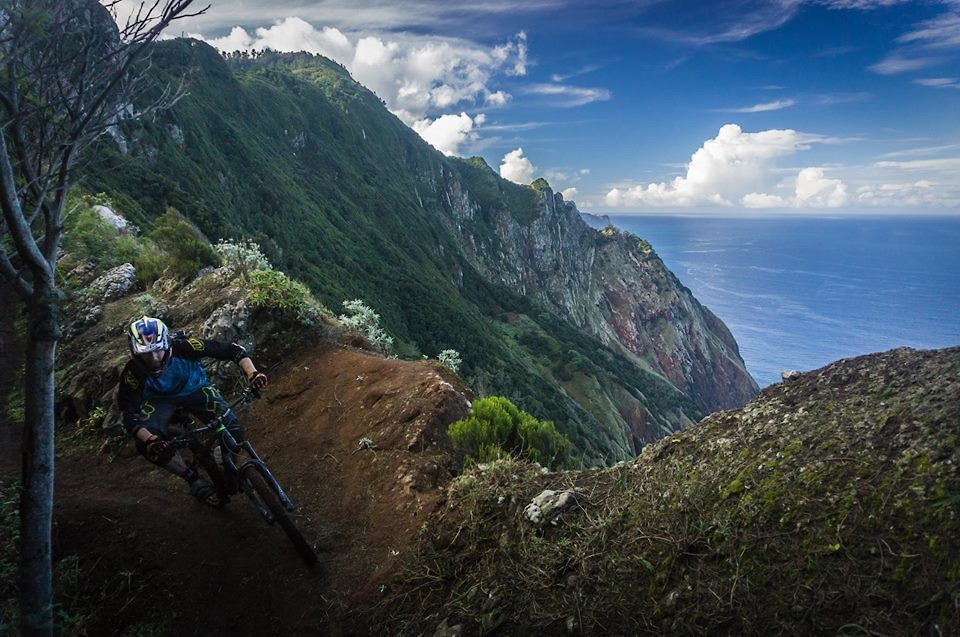 on the edge - razorree - Mountain Biking Pictures - Vital MTB