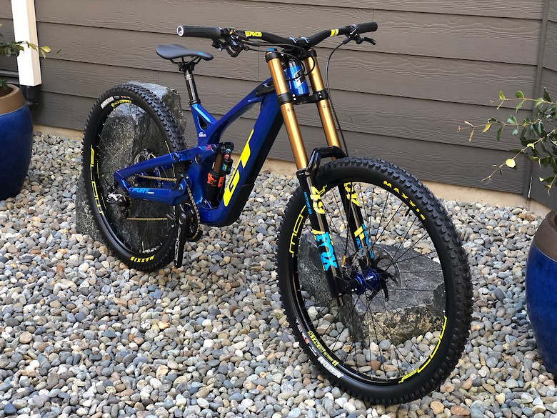 2019 GT Fury Team Carbon 29r