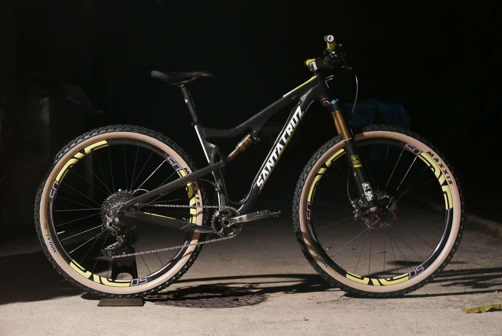 "Santa Cruz Tallboy CC ""The Return of Skinwall"""