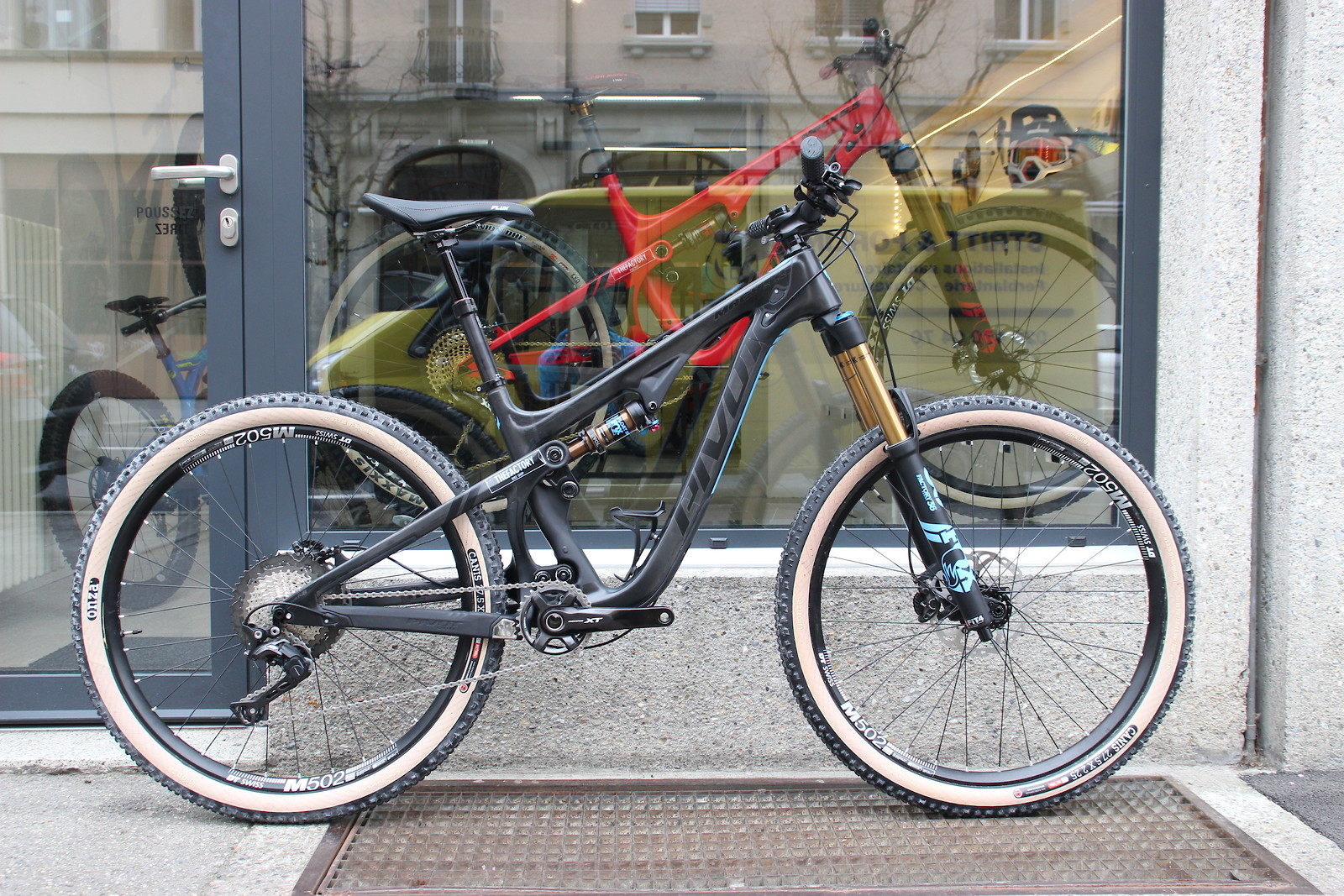 Pivot Mach 5.5 size S - The toy of the princess