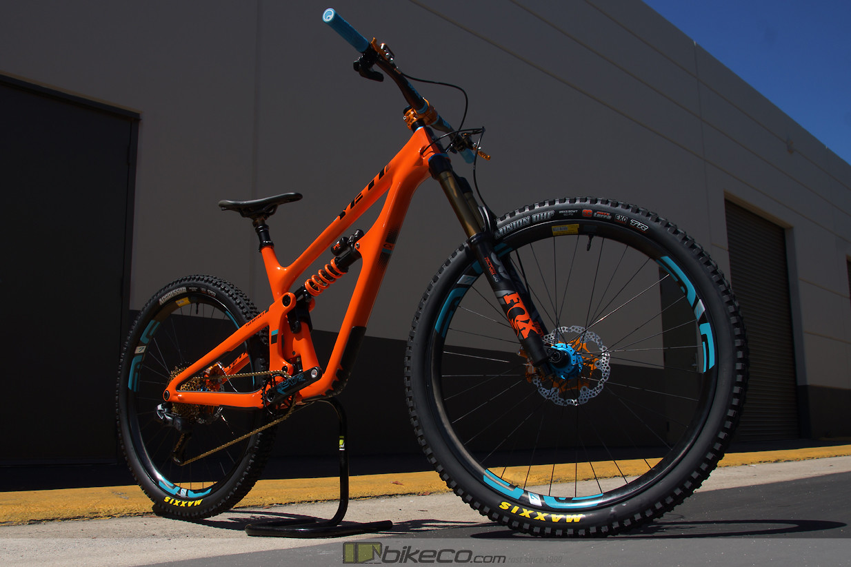 All of the current Yeti models feature super sleek lines. This bike looks sharp and aggressive even standing still!