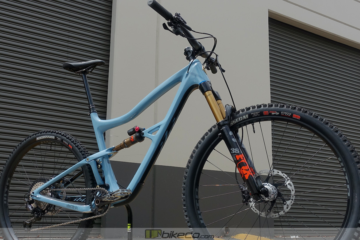 Enjoy a few photos of an Ibis Ripley custom before it heads to its new home. This bike features upgraded FOX DPX2 rear shock & Factory 36 GRIP2 fork.