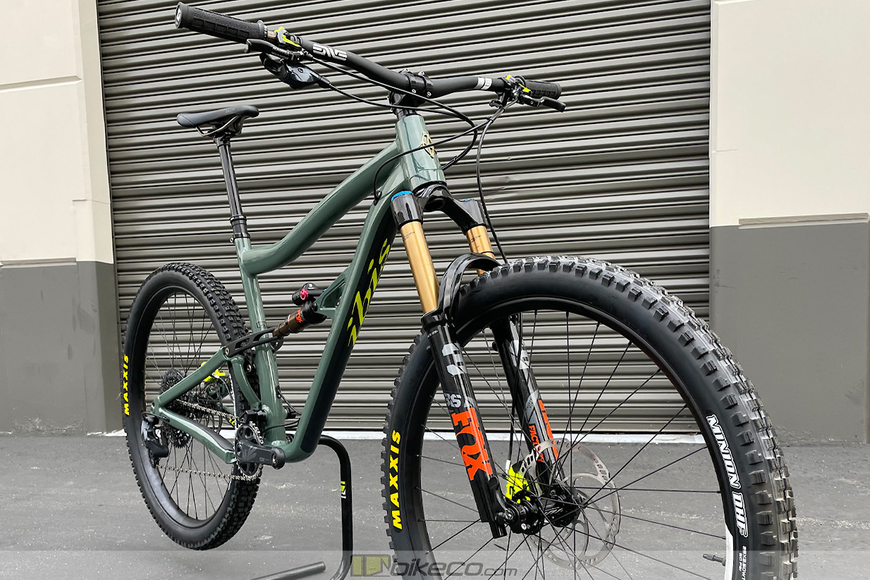 This Ripley AF build takes the bike comfortably into the enduro category with upgraded Fox Factory DPX2 rear shock and 36 Grip2 fork.