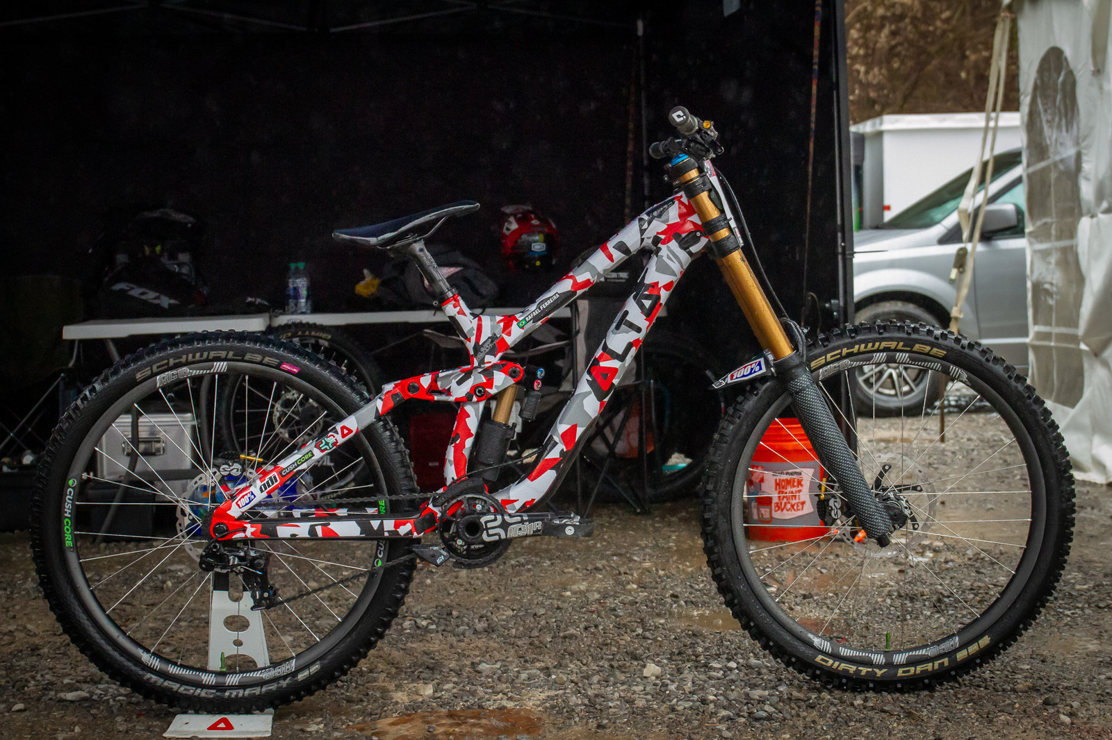 Rafael Ferreira's Trek Session with Custom Artwork - PIT BITS - 2019 Windrock Tennessee National Pro GRT  - Mountain Biking Pictures - Vital MTB