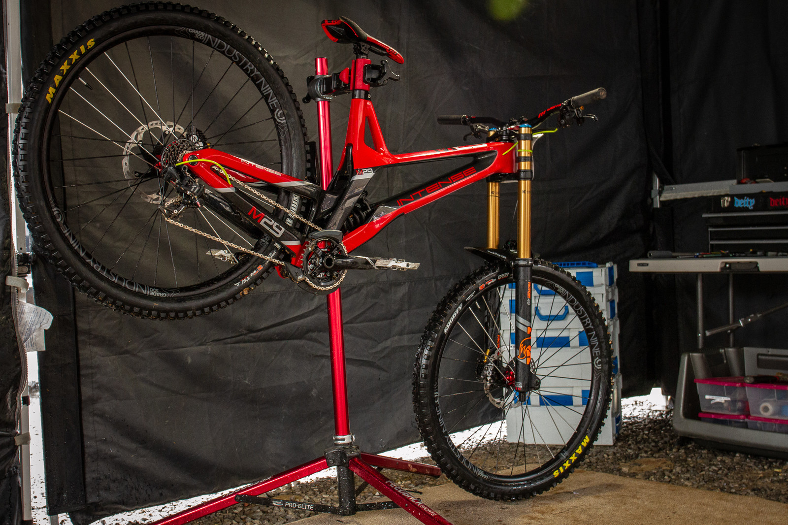 Isaac Allaire's Defiant Racing Intense M29 - PIT BITS - 2019 Windrock Tennessee National Pro GRT  - Mountain Biking Pictures - Vital MTB