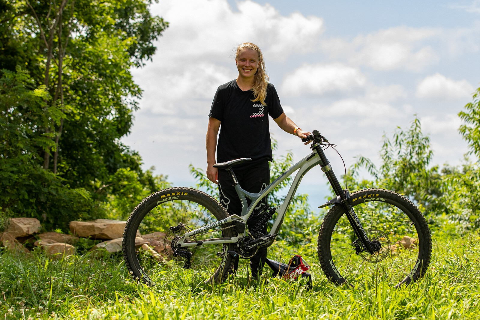 Frida Ronning with her Commencal - JackRice - Mountain Biking Pictures - Vital MTB