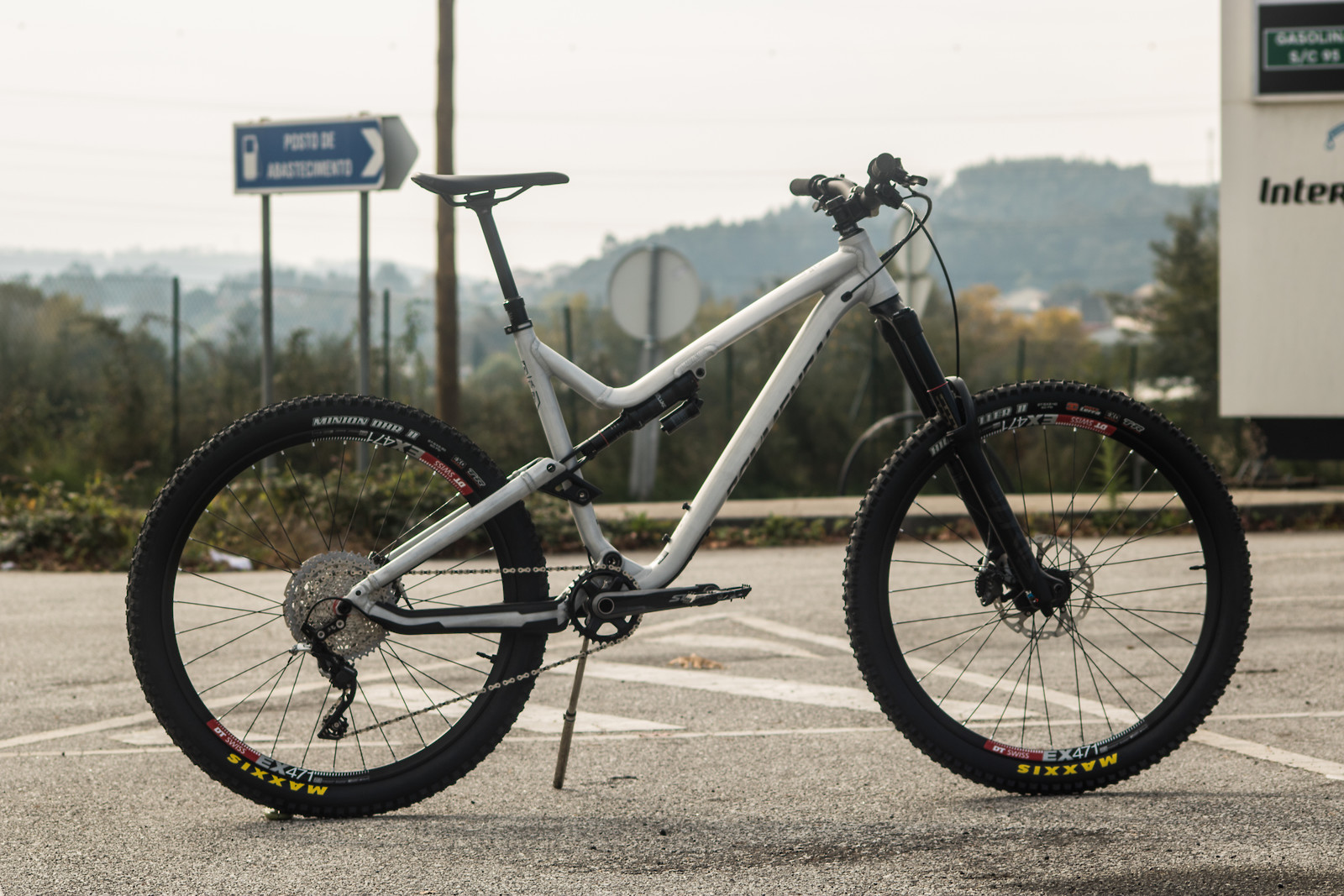 Custom Raw Commencal Meta AM V4.2