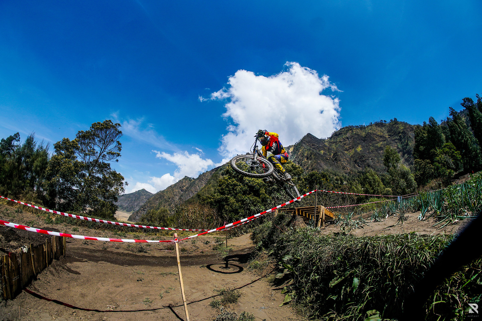 Jump the gap - RezaAkhmad - Mountain Biking Pictures - Vital MTB