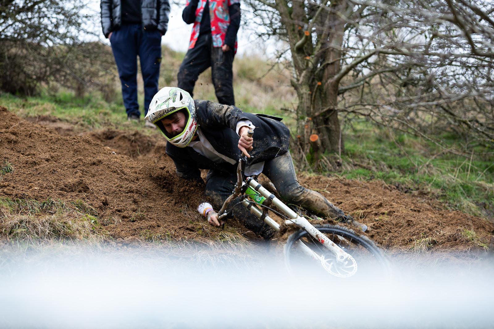 Bar Drag Challenge - Dadcamtv - Mountain Biking Pictures - Vital MTB