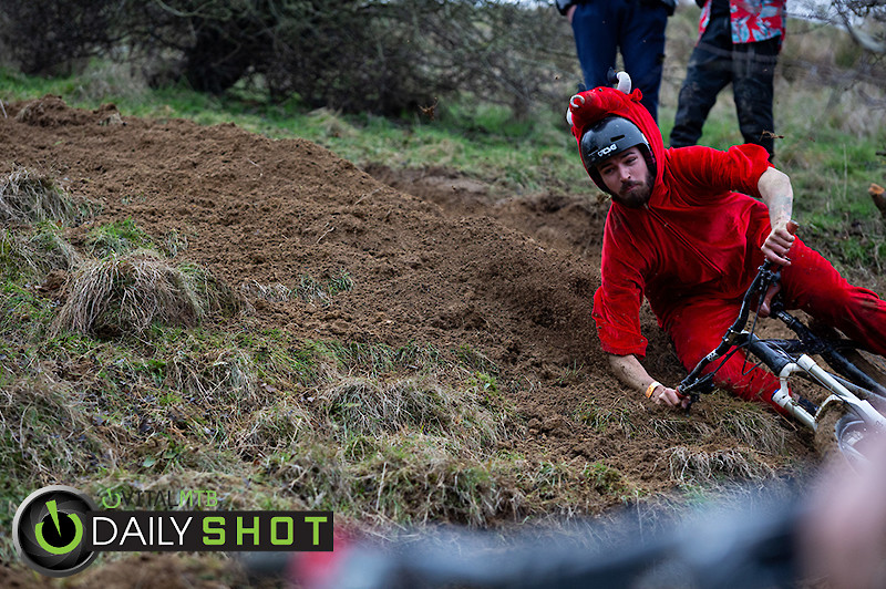 Bar Drag Challenge - Dadcamtv - Mountain Biking Pictures - Vital MTB