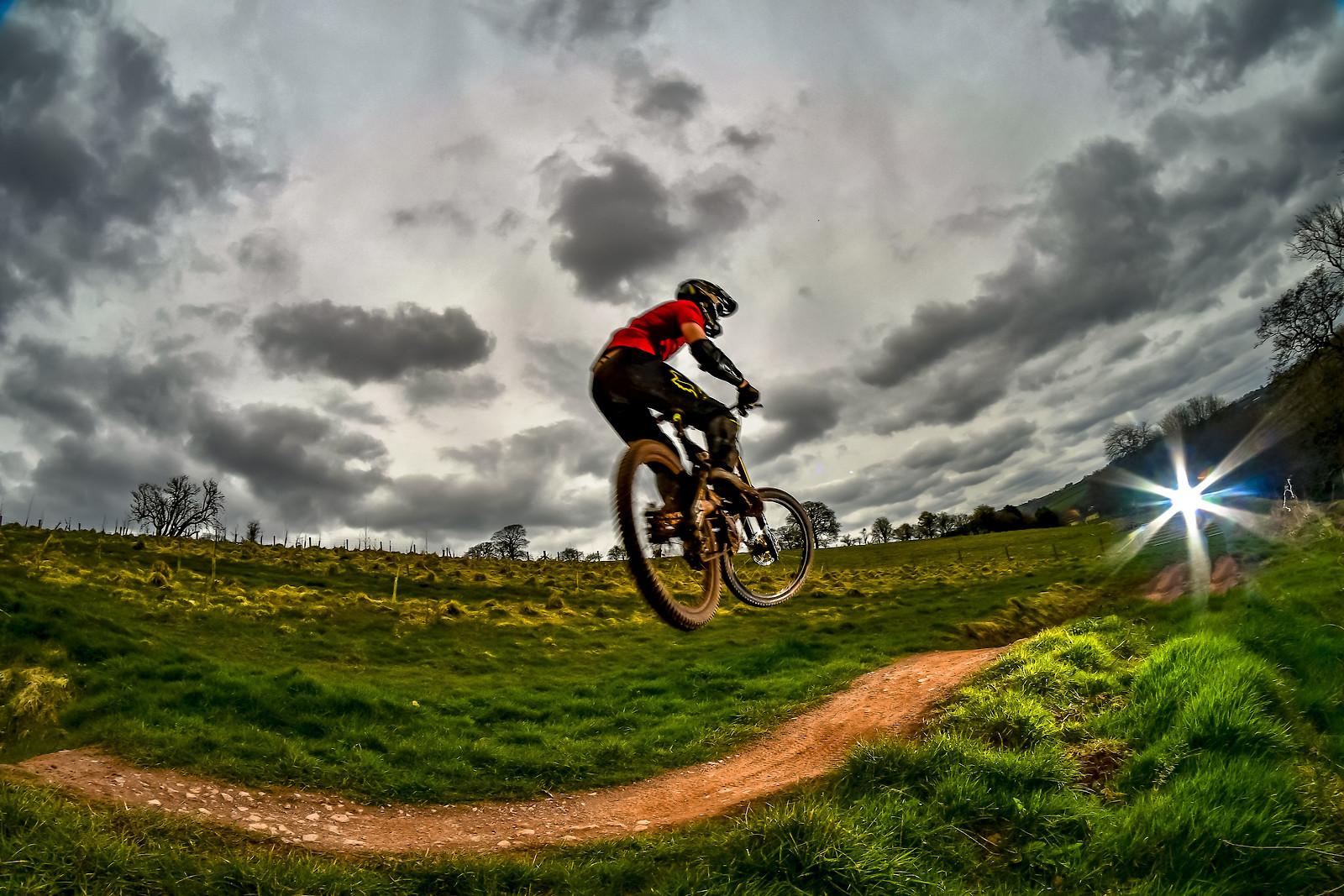 ROB1907 - robbarkerimages2017 - Mountain Biking Pictures - Vital MTB