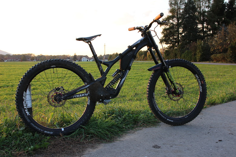 Unchained Commencal
