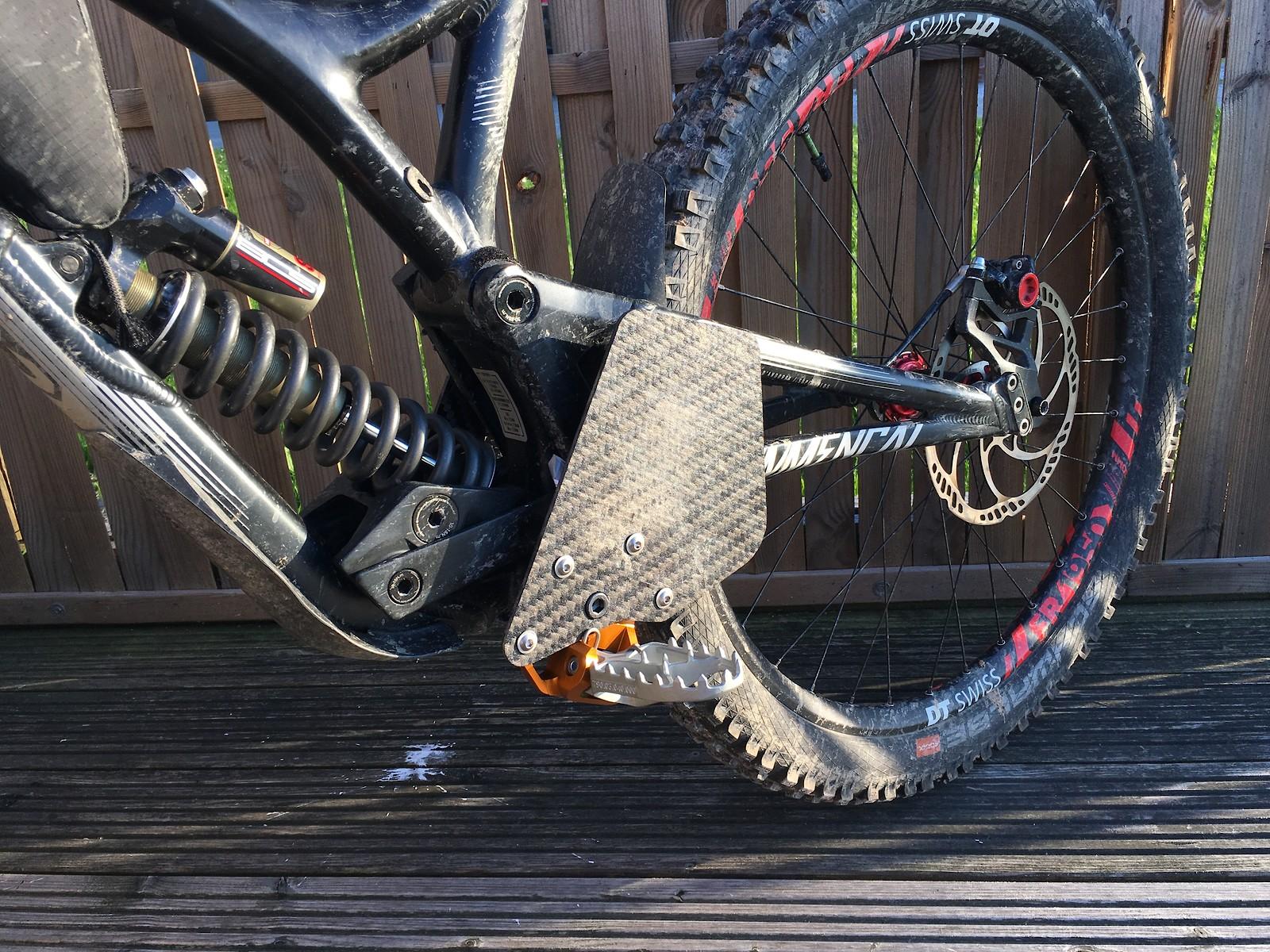 V2 Footrest Setup wider, lighter, slimmer, offers more grip, rotation allowed (ill try it)