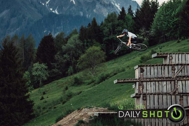 Scrubbing the Drop - Korbinian Engstler - Mountain Biking Pictures - Vital MTB
