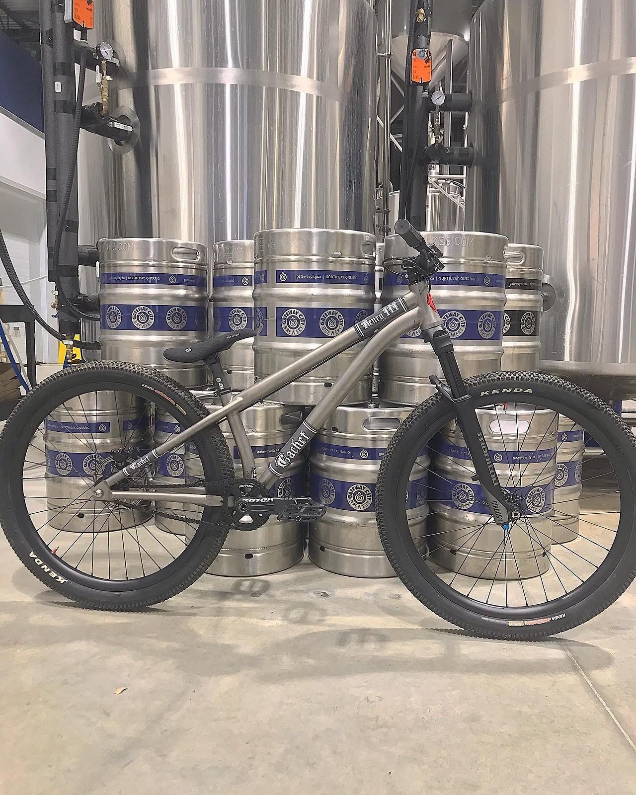 Cachet Bicycle Co. - Henry III titanium dj frame