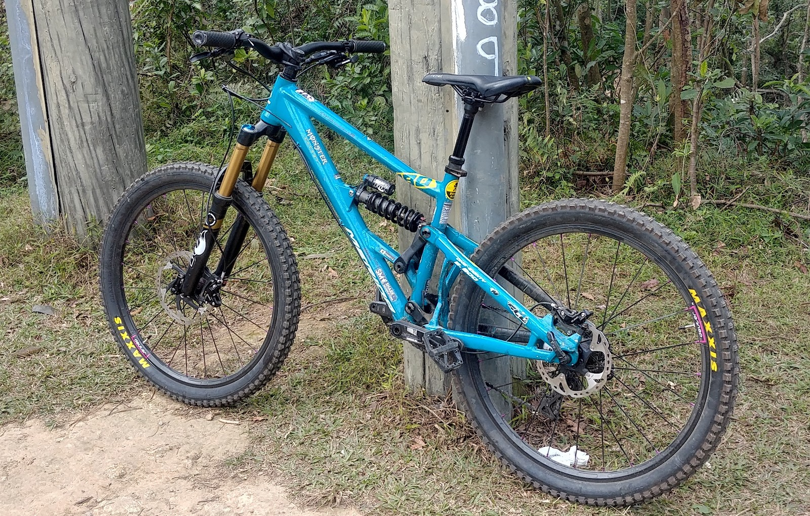 69f1fb81b30 One-Eighty.900 freeride bike based on 600 Downhill bike frame Front 160mm  travel and Rear 180mm travel 26 inch wheels with Maxxis minions ...