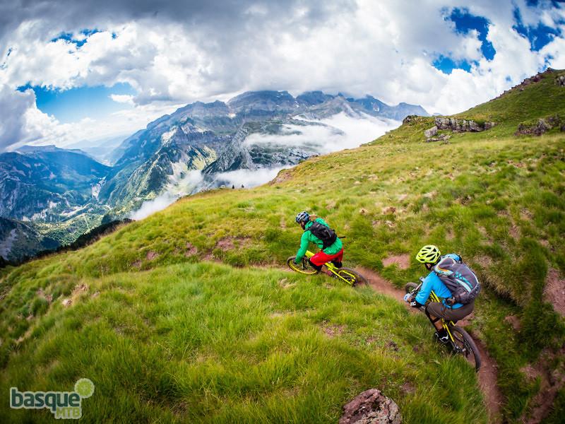 High Mountain Corners - BasqueMTB - Mountain Biking Pictures - Vital MTB