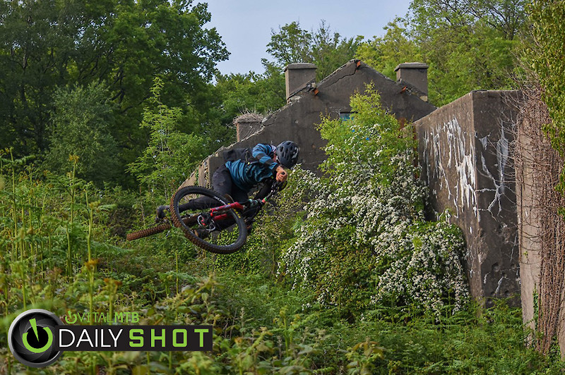 Little scrub behind the old house. Rider: Ambroise Hebert-Racing - Ambroise_Hebert-Racing - Mountain Biking Pictures - Vital MTB