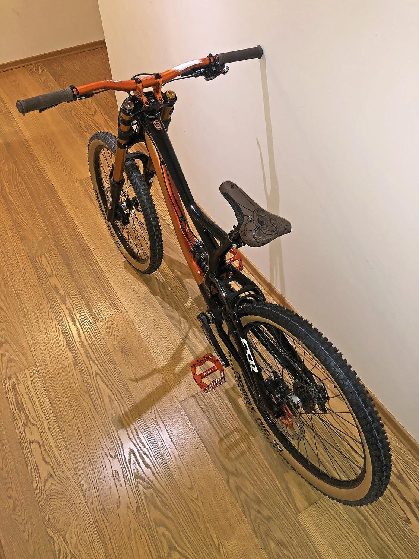 Demo 8 - halis - Mountain Biking Pictures - Vital MTB