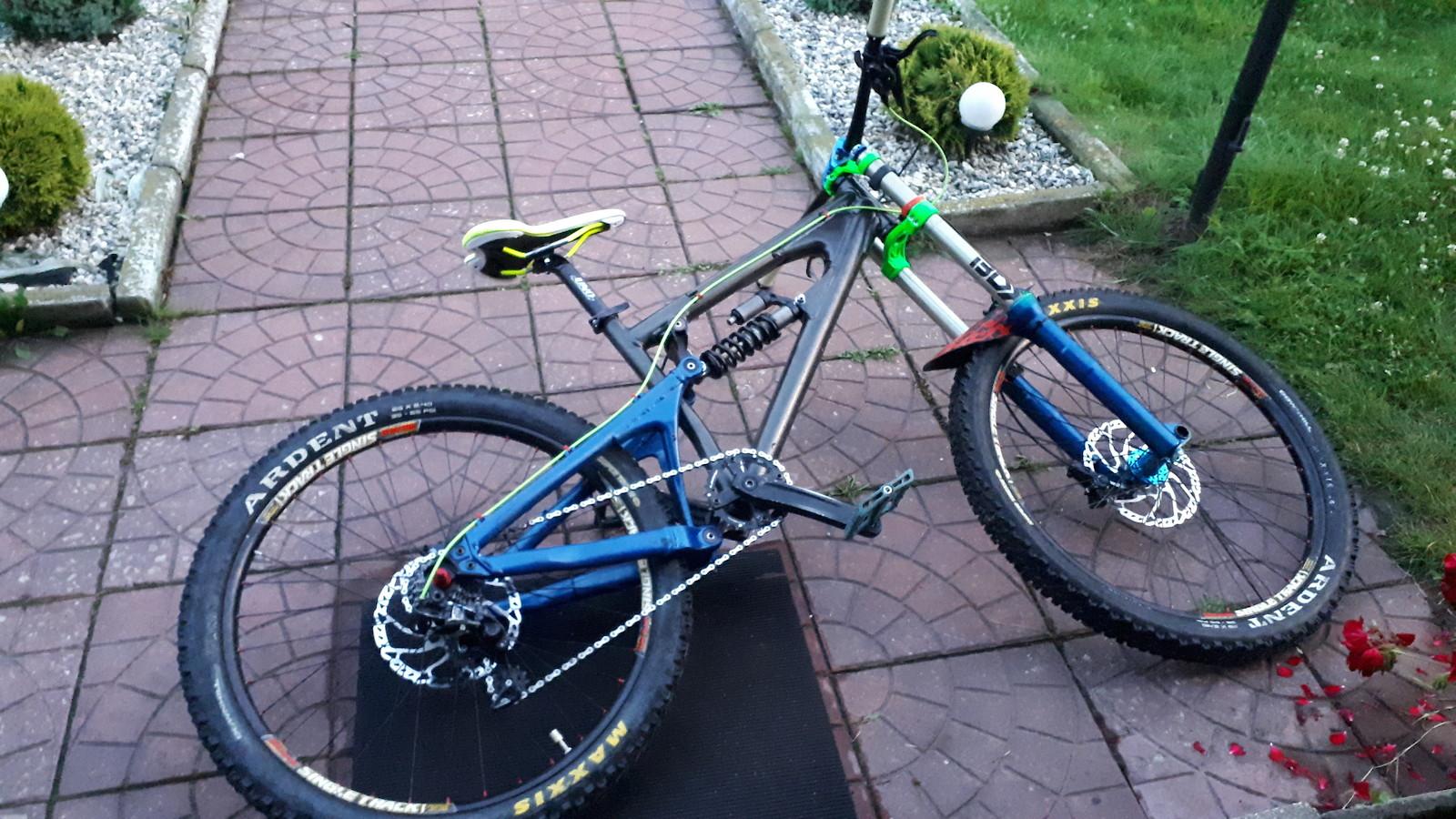 Santa Cruz VP Free - Rajderek's Bike Check - Vital MTB