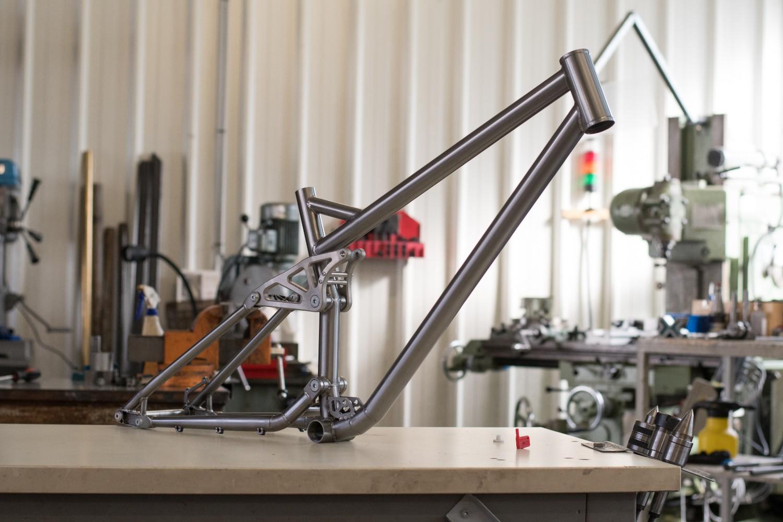 Vulcain Magma DH Prototype Frame - Raw, Side View - Vulcain-Cycles - Mountain Biking Pictures - Vital MTB
