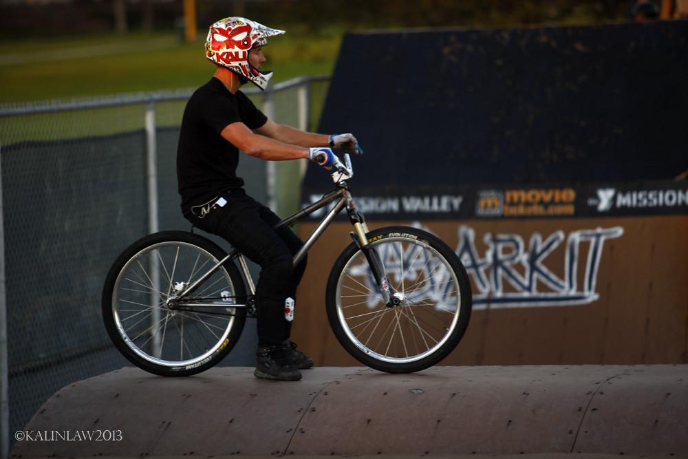 Kevin Sitting - Lobes SD - Mountain Biking Pictures - Vital MTB