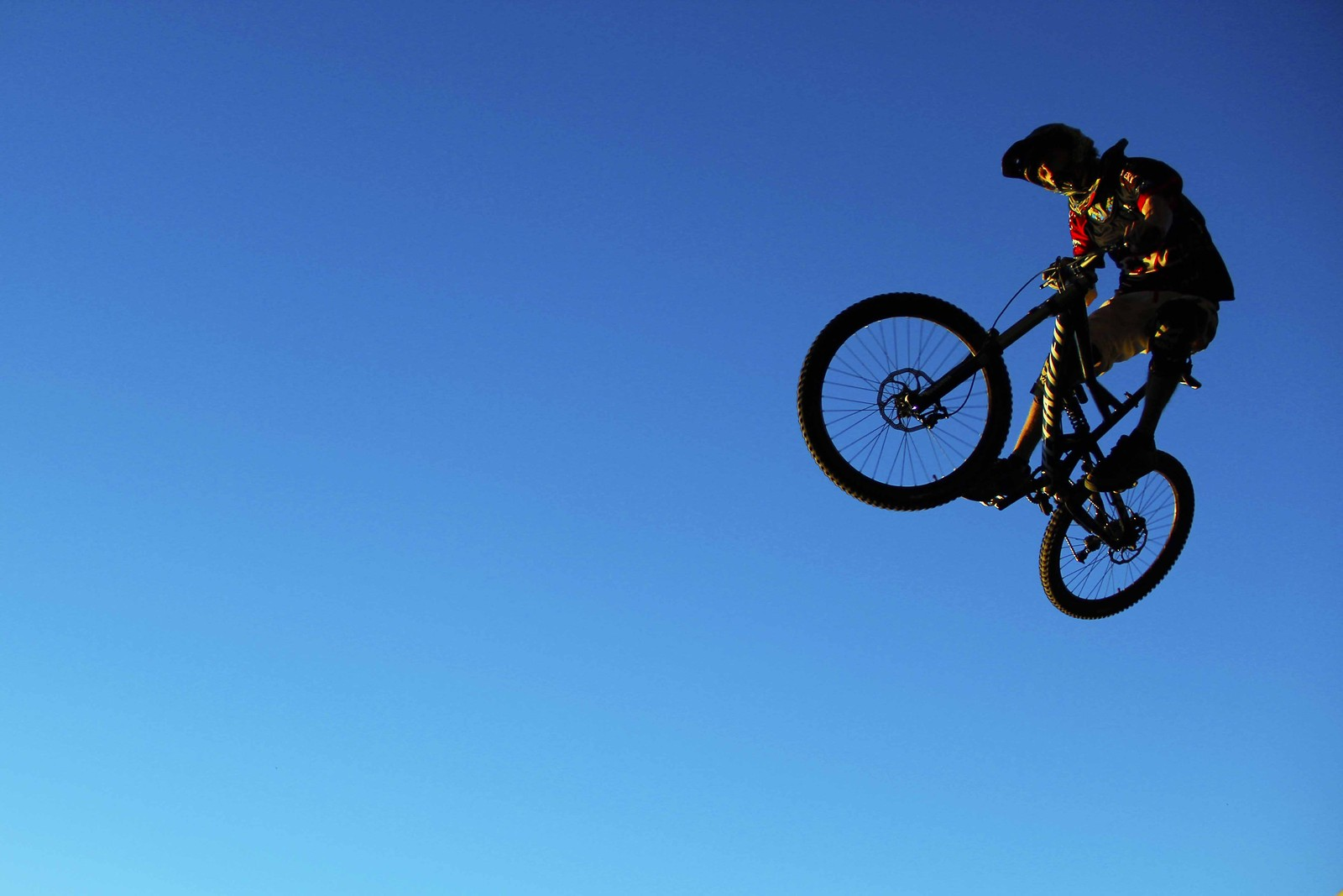looking up hip shot - GnarHuck - Mountain Biking Pictures - Vital MTB