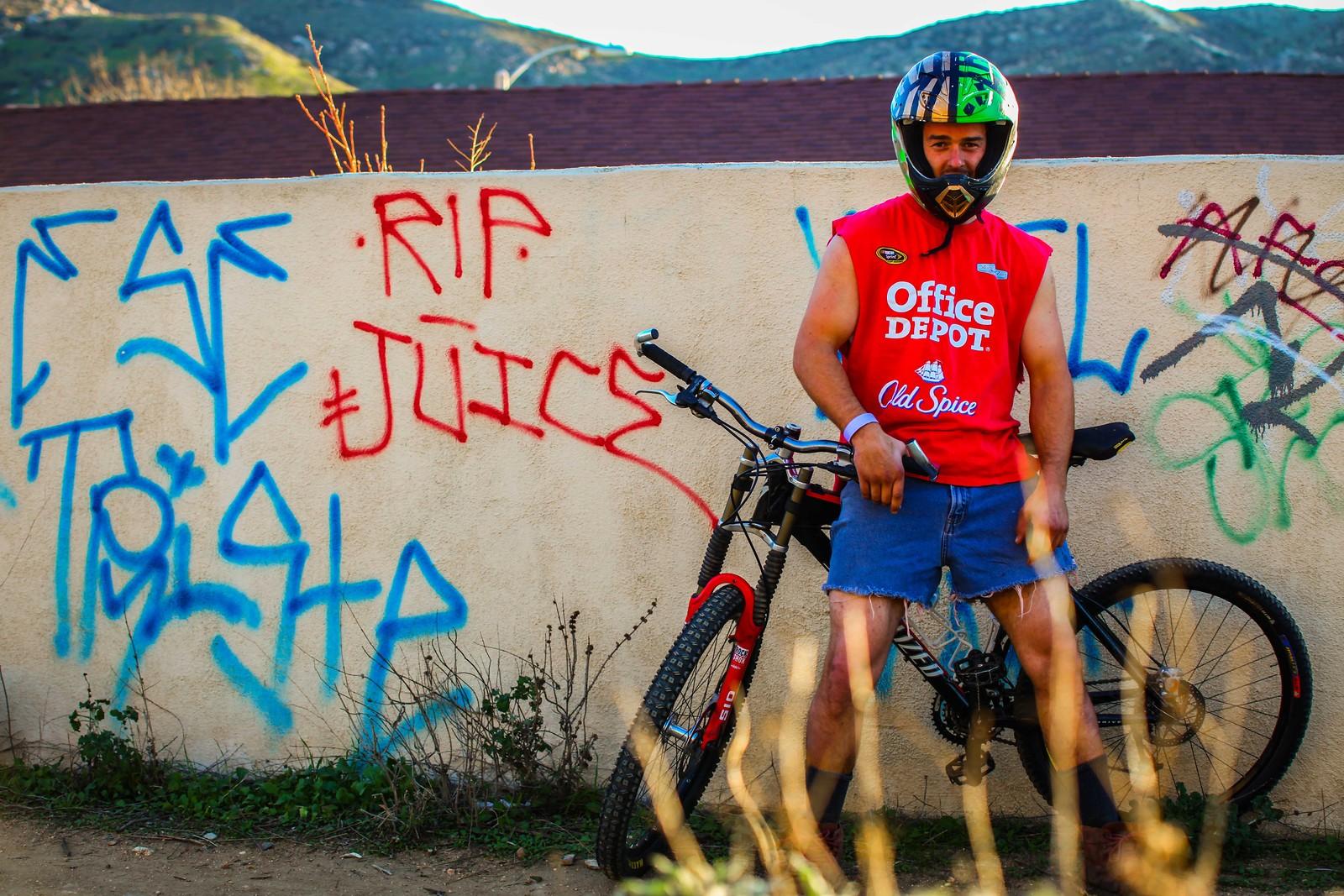Randy ready for practice - GnarHuck - Mountain Biking Pictures - Vital MTB