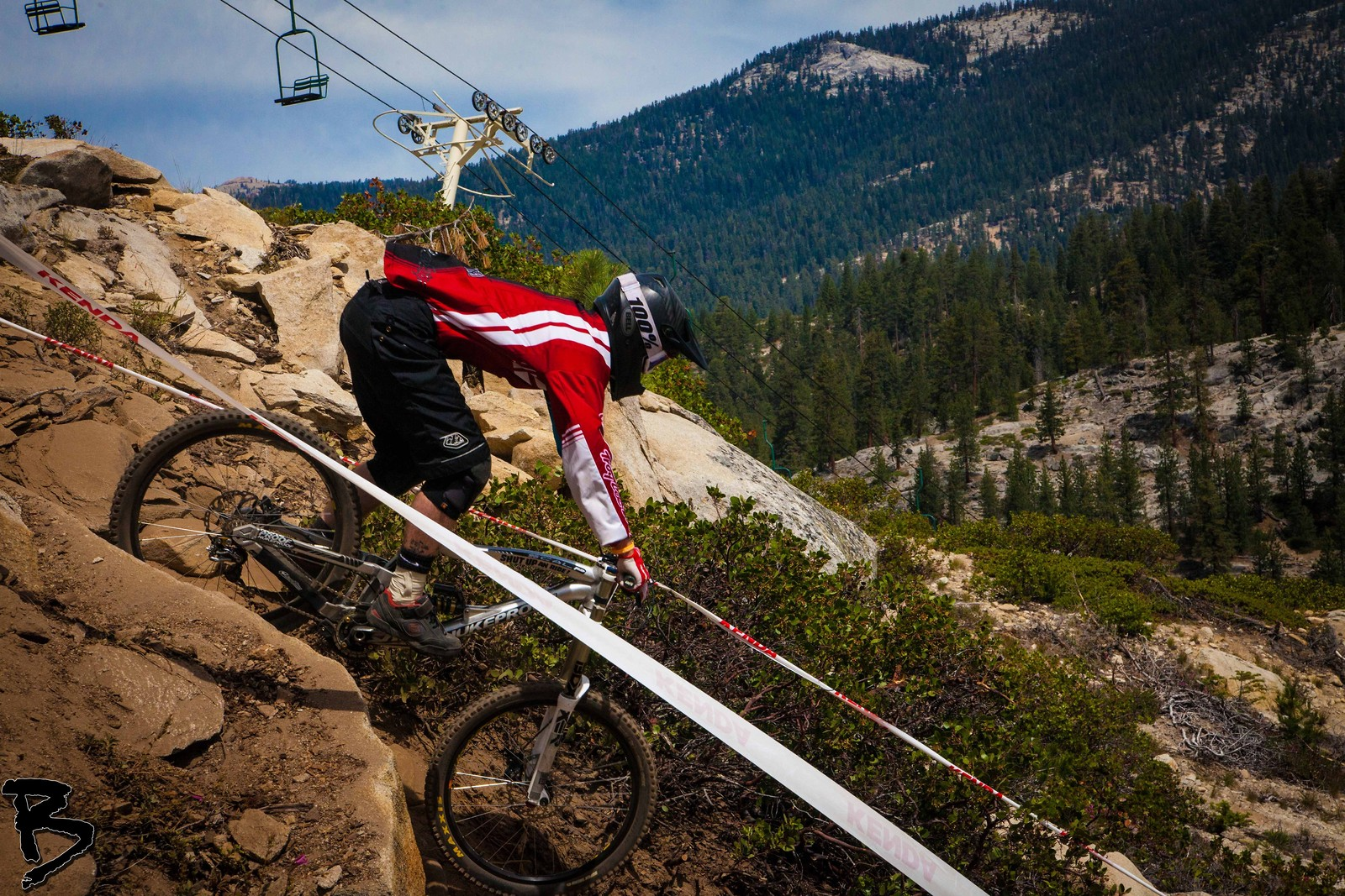 Dropping - GnarHuck - Mountain Biking Pictures - Vital MTB