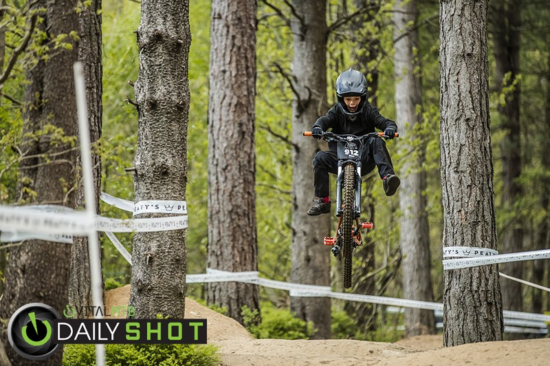 look ma no feet! - phunkt.com - Mountain Biking Pictures - Vital MTB