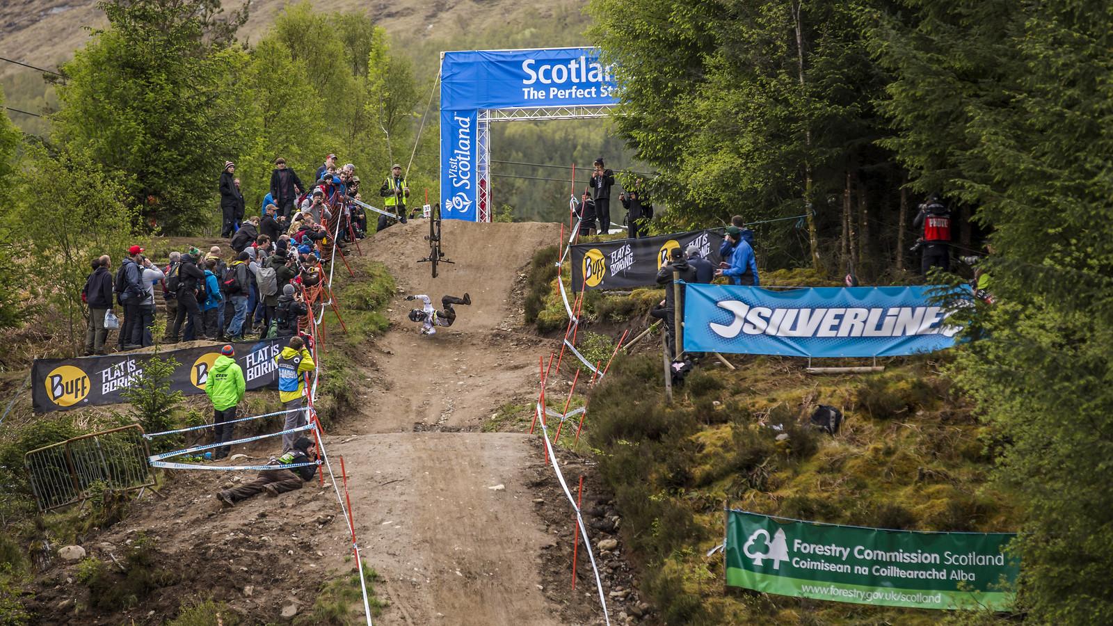 manon carpenter crash fort william wc - phunkt.com - Mountain Biking Pictures - Vital MTB