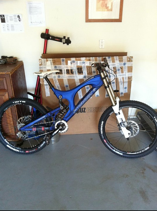 2010 Santa Cruz v10 with limited anodized blue paint job
