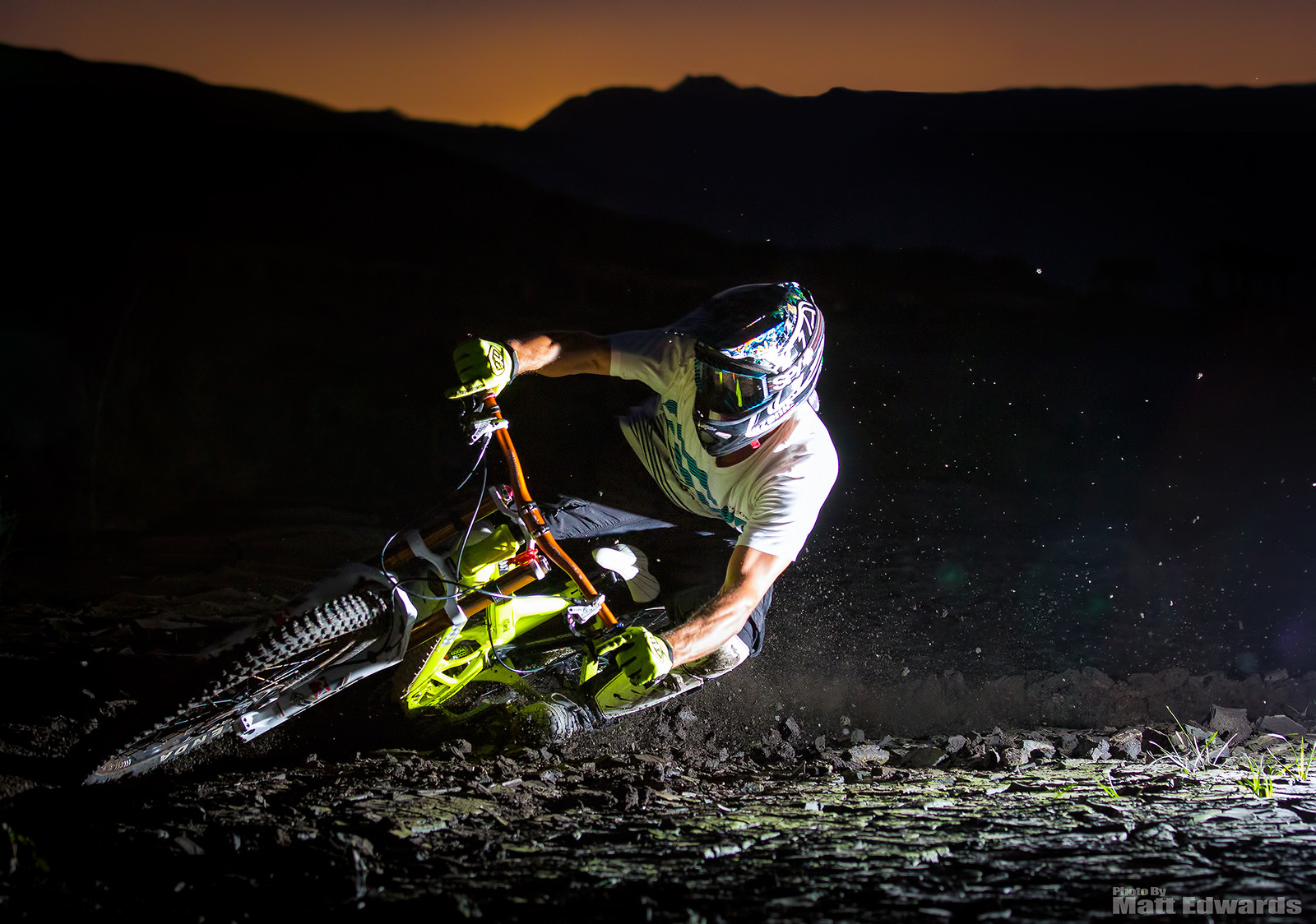 Going for the Bar Drag at night! - EdwardsEntertainment - Mountain Biking Pictures - Vital MTB