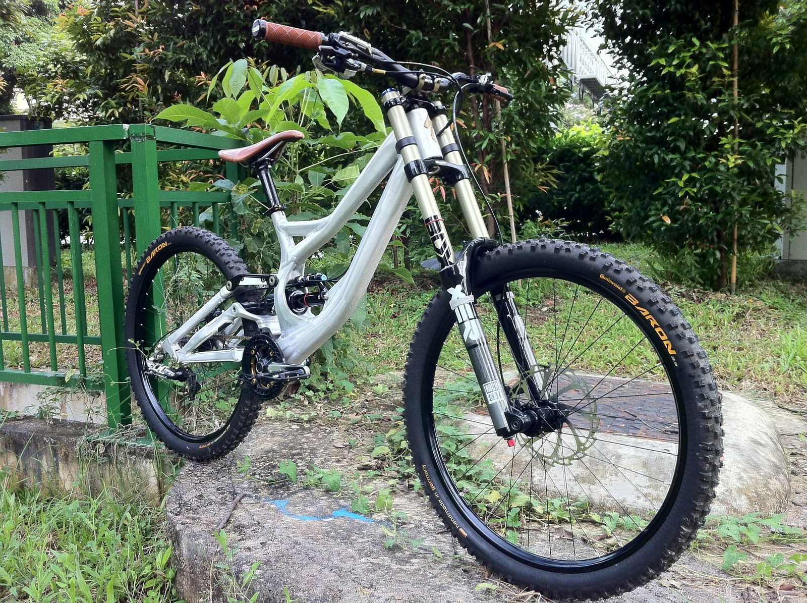 2011 Specialized Demo (Rawed)