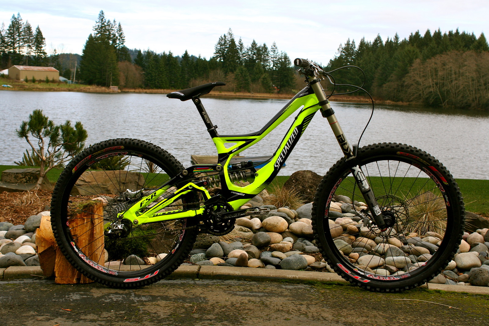 2011 demo. Boxxer Team. Avid Elixir brakes. Fox RC4 shock with Ti spring. ADD Wheelset with Intense Tires. Atlas cranks and Lg1 guide. SDG Post and seat. Funn DH Bars, Sunline stem. Premium Pedals. X9 Drivetrain. Total build comes in at 37 lbs.