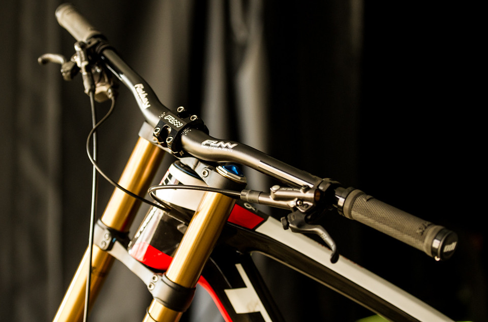 Brook MacDonald's Session 9.9 Cockpit - mdelorme - Mountain Biking Pictures - Vital MTB