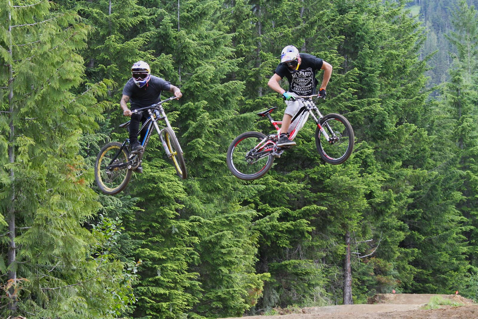 Lacondeguy & Soderstrom - Malcolm Mclaws - Mountain Biking Pictures - Vital MTB
