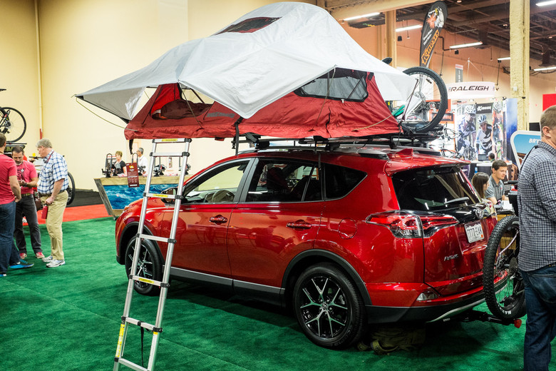 Yakima SkyRise Roof Mounted Tent - INTERBIKE - 2017 Mountain Bike Components - Mountain Biking Pictures - Vital MTB & SkyRise Roof Mounted Tent - INTERBIKE - 2017 Mountain Bike ...
