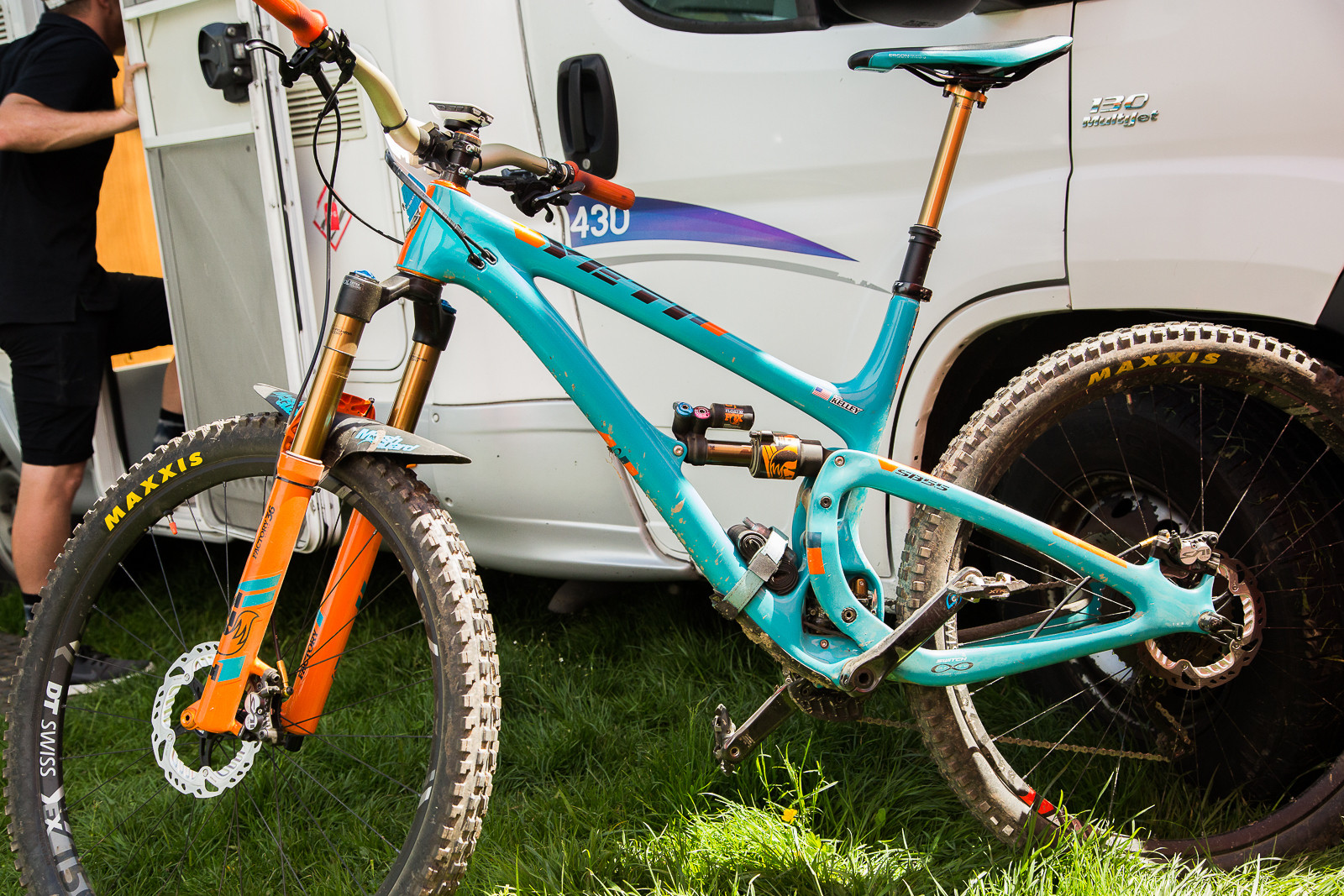 Cody Kelly's SB5.5c and Richie Rude's SB6c - 2017 Emerald Enduro EWS Pit Bits - Mountain Biking Pictures - Vital MTB