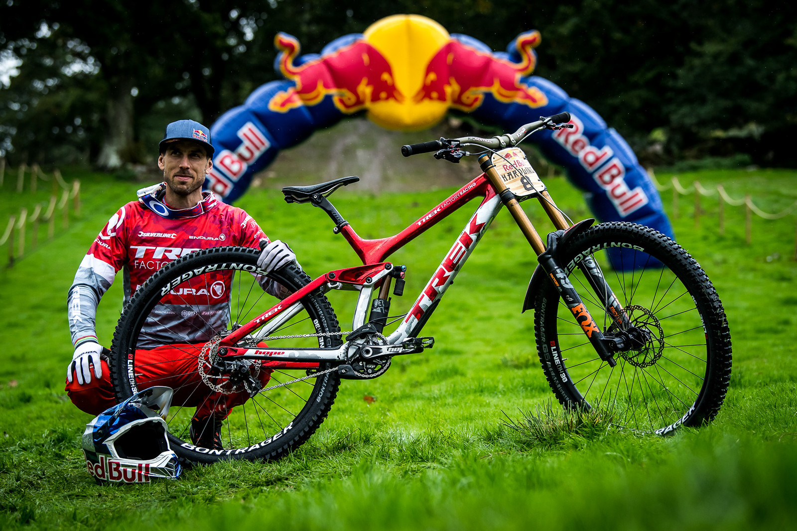 Gee Atherton and His Trek Session - Red Bull Hardline 2018 Riders and Bikes - Mountain Biking Pictures - Vital MTB