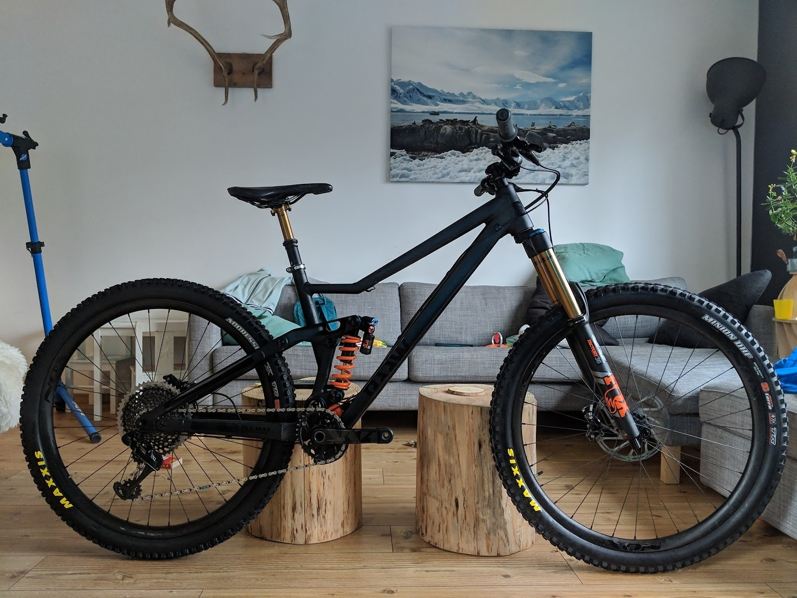 RAAW Madonna black - 2019 Vital Bike of the Day Collection - Mountain Biking Pictures - Vital MTB