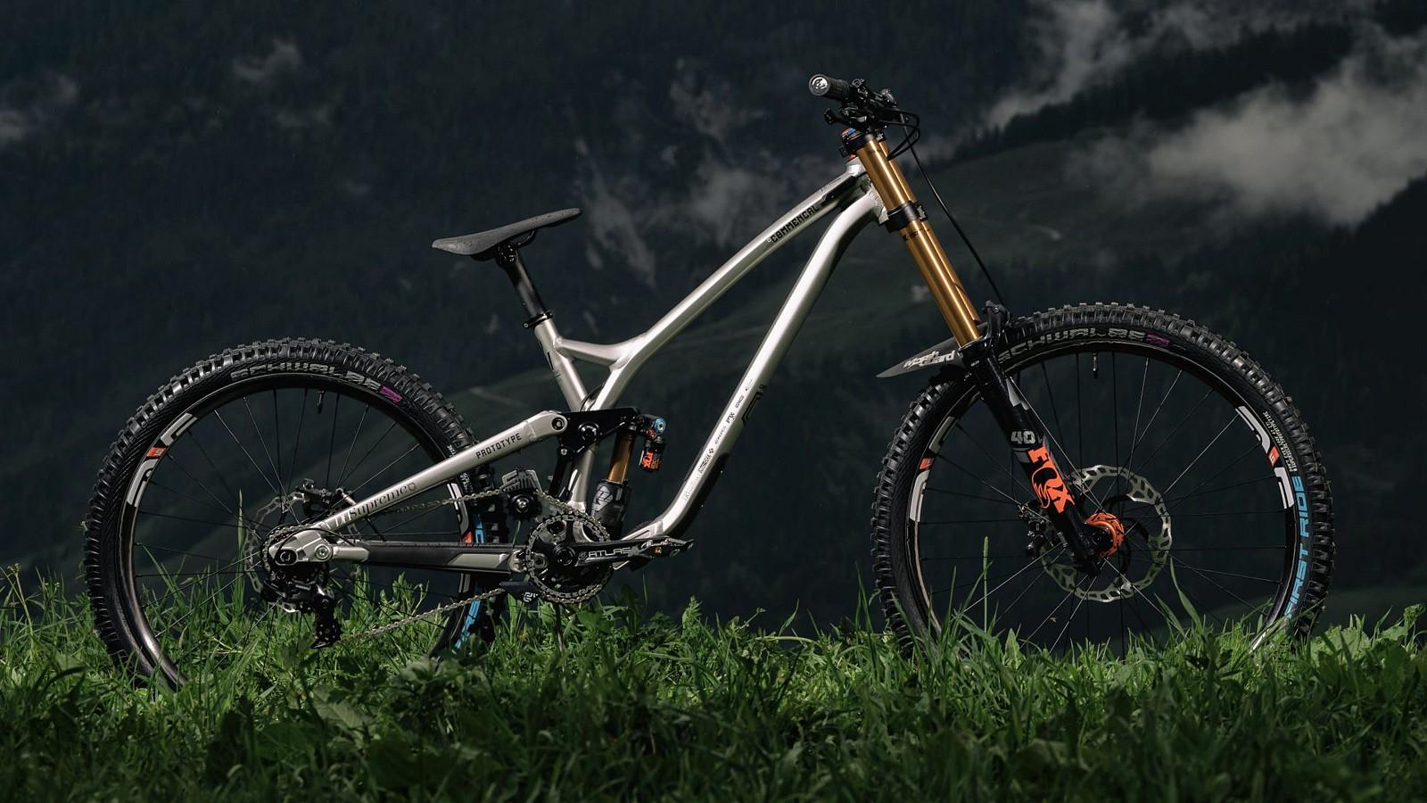Commencal Virtual High Pivot Prototype DH Bike - Commencal Virtual High Pivot Prototype DH Bike - Mountain Biking Pictures - Vital MTB